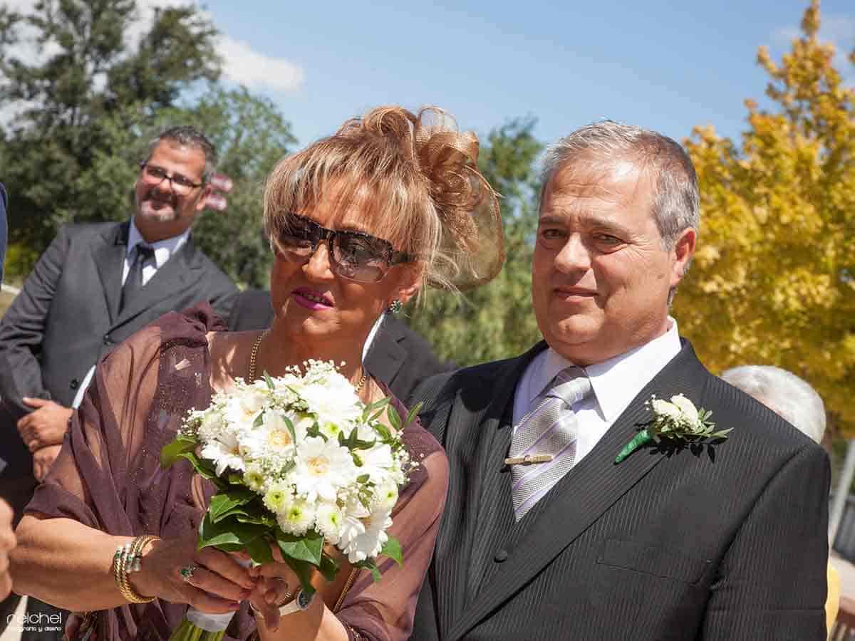 boda civil zaragoza retratos de unos padre emocionados al ver a su hija llegar