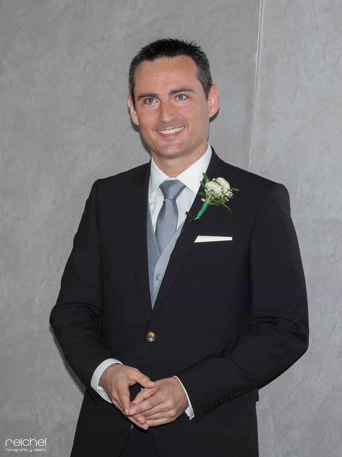 boda civil zaragoza monento de felicidad del novio