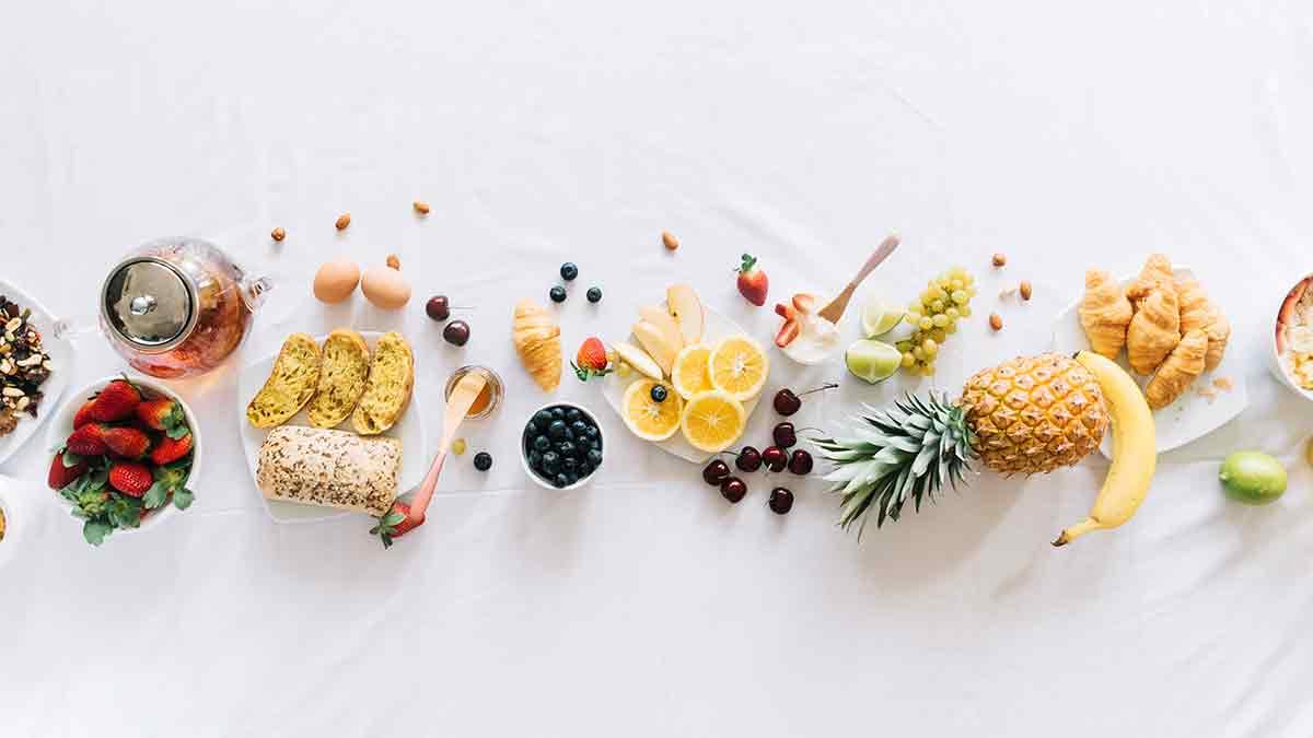 desayuno de frutas variadas