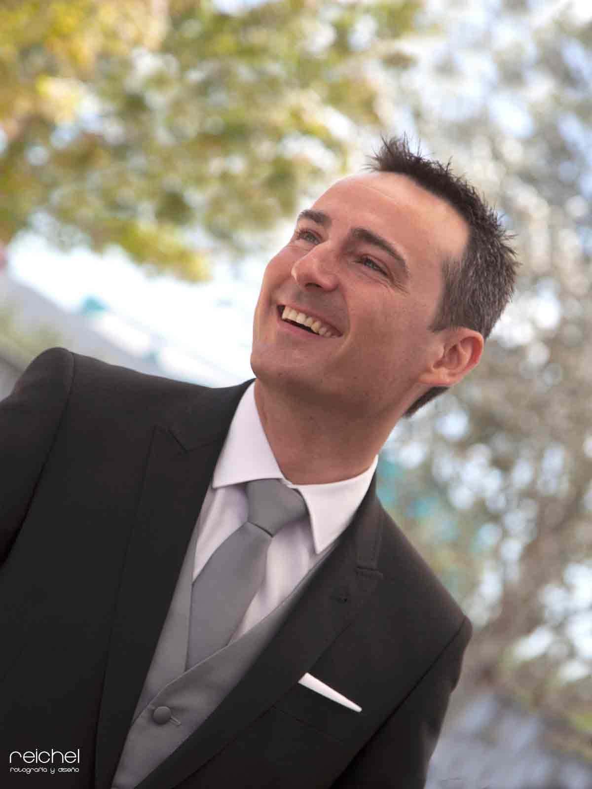 boda civil zaragoza retratos del novio de forma improvisada sin posados