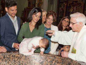 foto del momento del bautizo