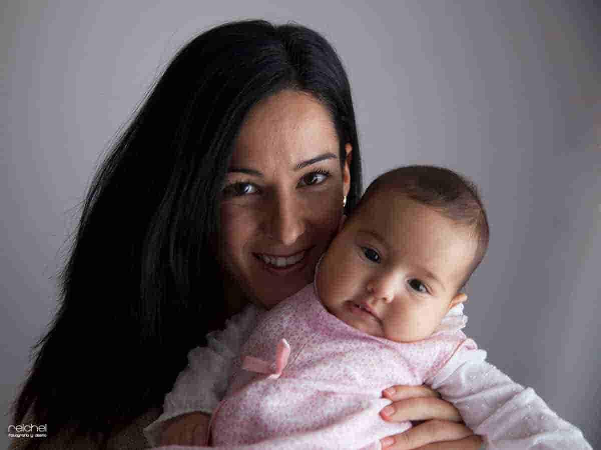 fotos de madre e hija en casa