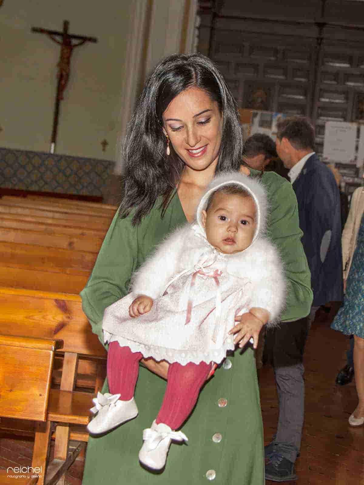 fotos mama en brazos de su hija
