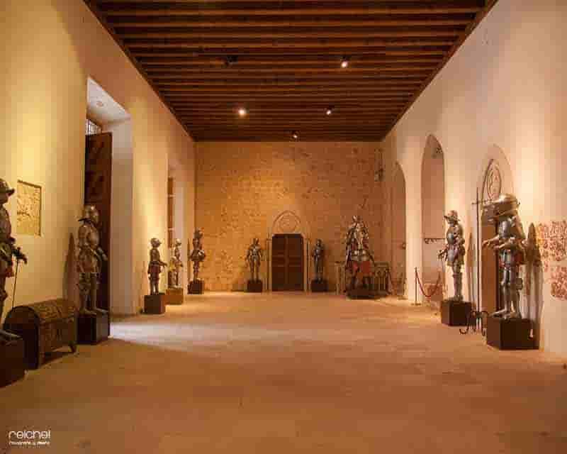 sala del palacio viejo alcazar de segovia
