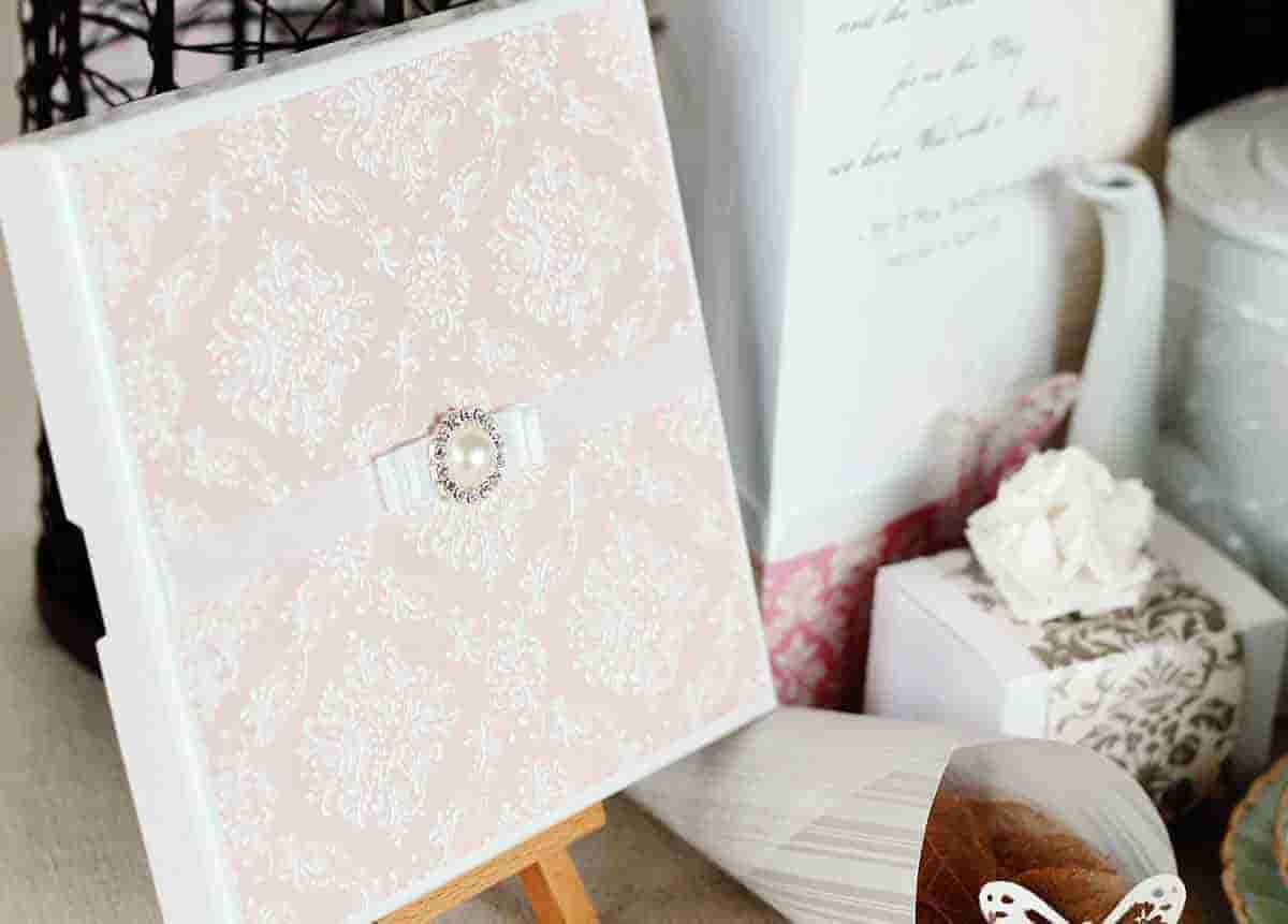 Cómo crear una invitación de boda original