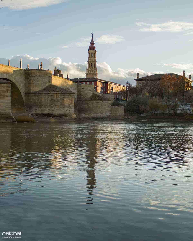 catedral del la seo junto al rio ebro