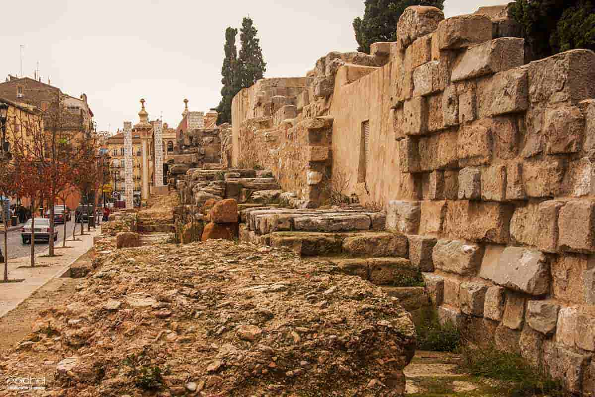 imagenes de las murallas romanas de zaragoza
