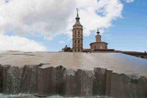 torre de san juan de los panetes junto con la cascafa de agua